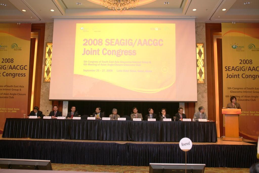 Panel of speakers at a Glaucoma Meeting in Seoul, Korea. Dr Hoh is seated (2nd from left)
